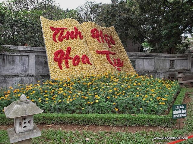 Livros de flores no Templo da Literatura
