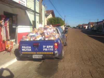Polícia Militar apoia Judiciário de Araguatins na entrega de cestas básicas para famílias carentes do Bico do Papagaio