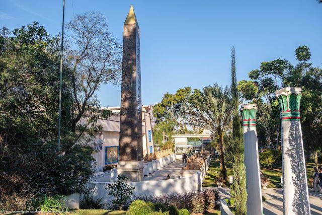 Replica do Obelisco de Tutmés III em Curitiba