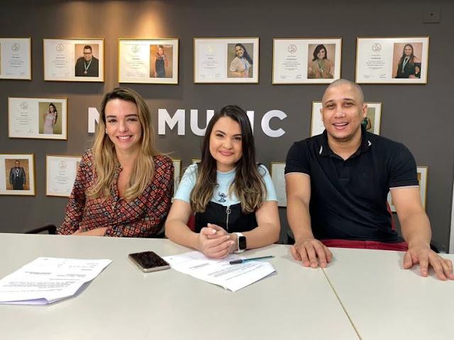 """Talita Mesquita assina com a MK Network: """"É surreal"""""""