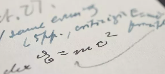 Bức thư Einstein viết tay phương trình E = mc2 nổi tiếng được bán với giá 1,2 triệu đôla