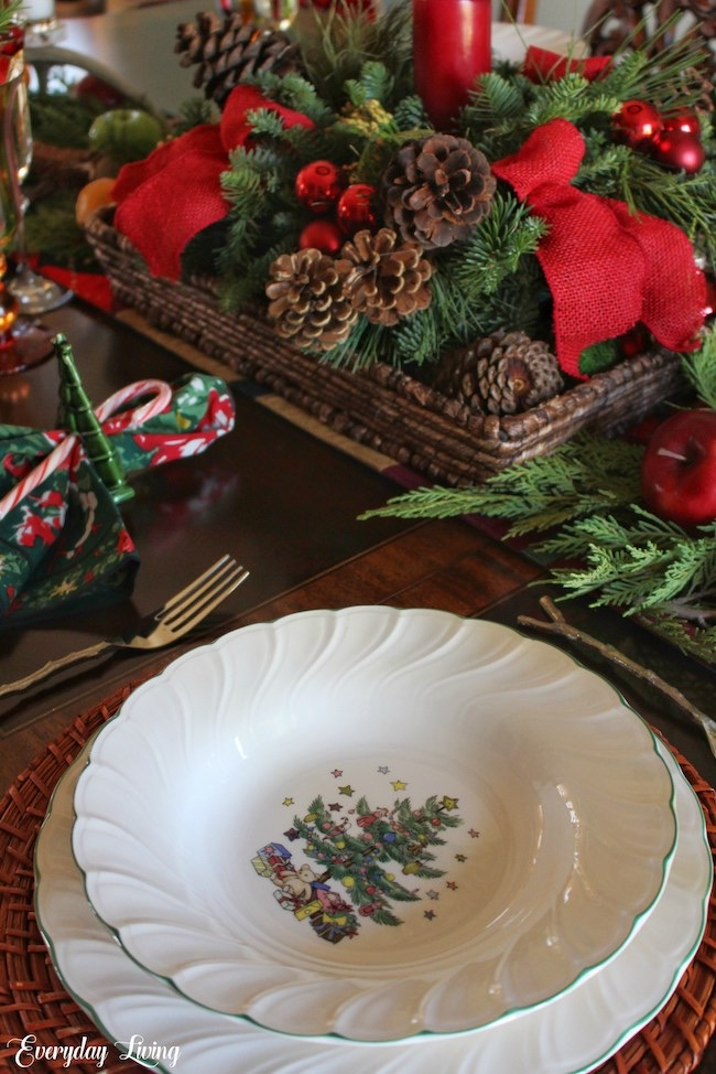 An All Natural Christmas Tablescape by Everyday Living featured at Pieced Pastimes