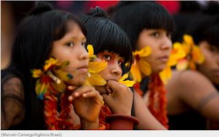 Bolsonaro veta água potável, kits de higiene e compra de respiradores para indígenas