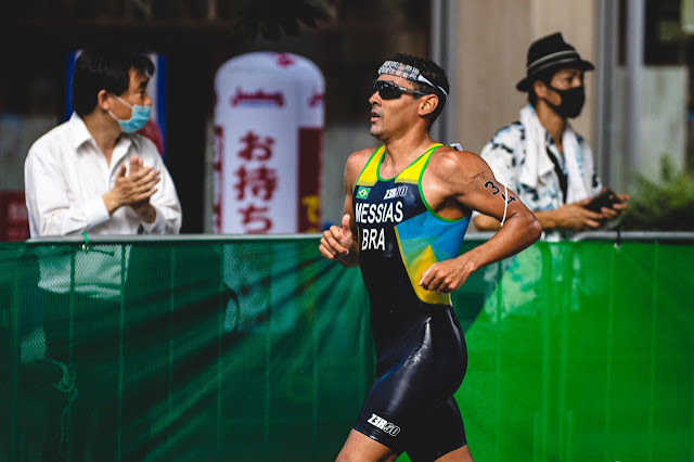 Manoel Messias na parte da corrida da prova do triatlo olímpico