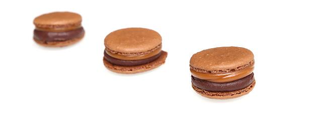 Macarons au chocolat noir et caramel beurre salé