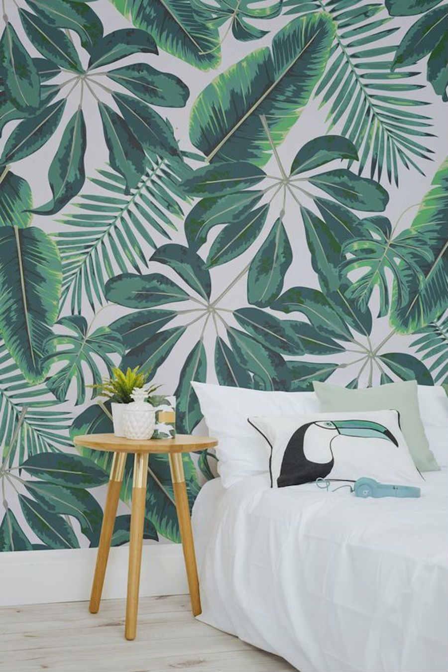 10 formas de veranizar tu casa con guiños tropicales; dormitorio tropical con papel pintado
