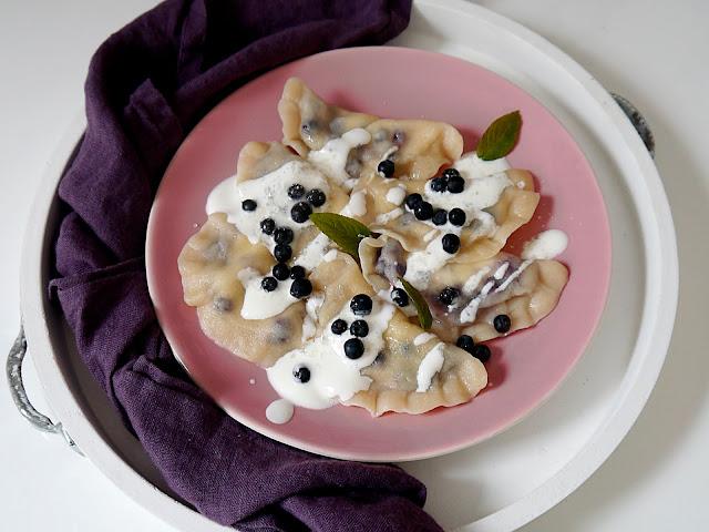 Pierogi orkiszowe z jagodami i serem - Czytaj więcej »