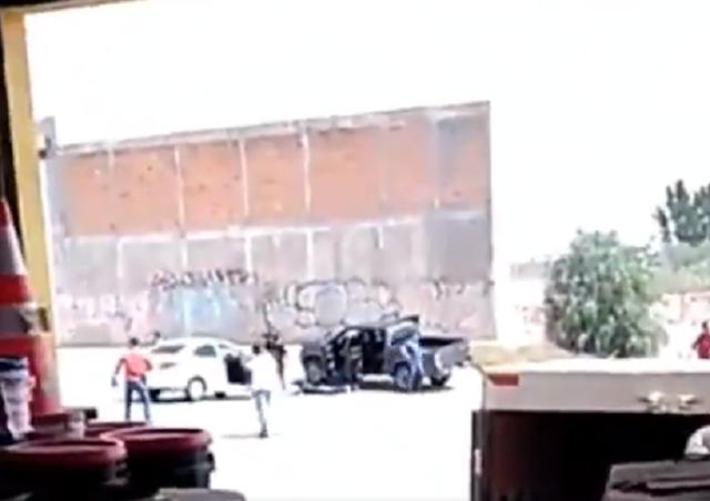 VIDEO.- Por no alinearse lo quebraron? Masacran a balazos a Comandante de la Federal en San Luis Potosí captan a puño de  Sicarios cuando lo tenían encañonado