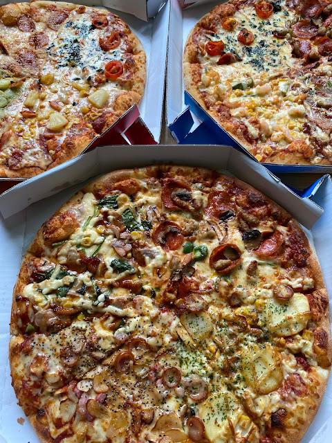 お昼はドミノ・ピザ