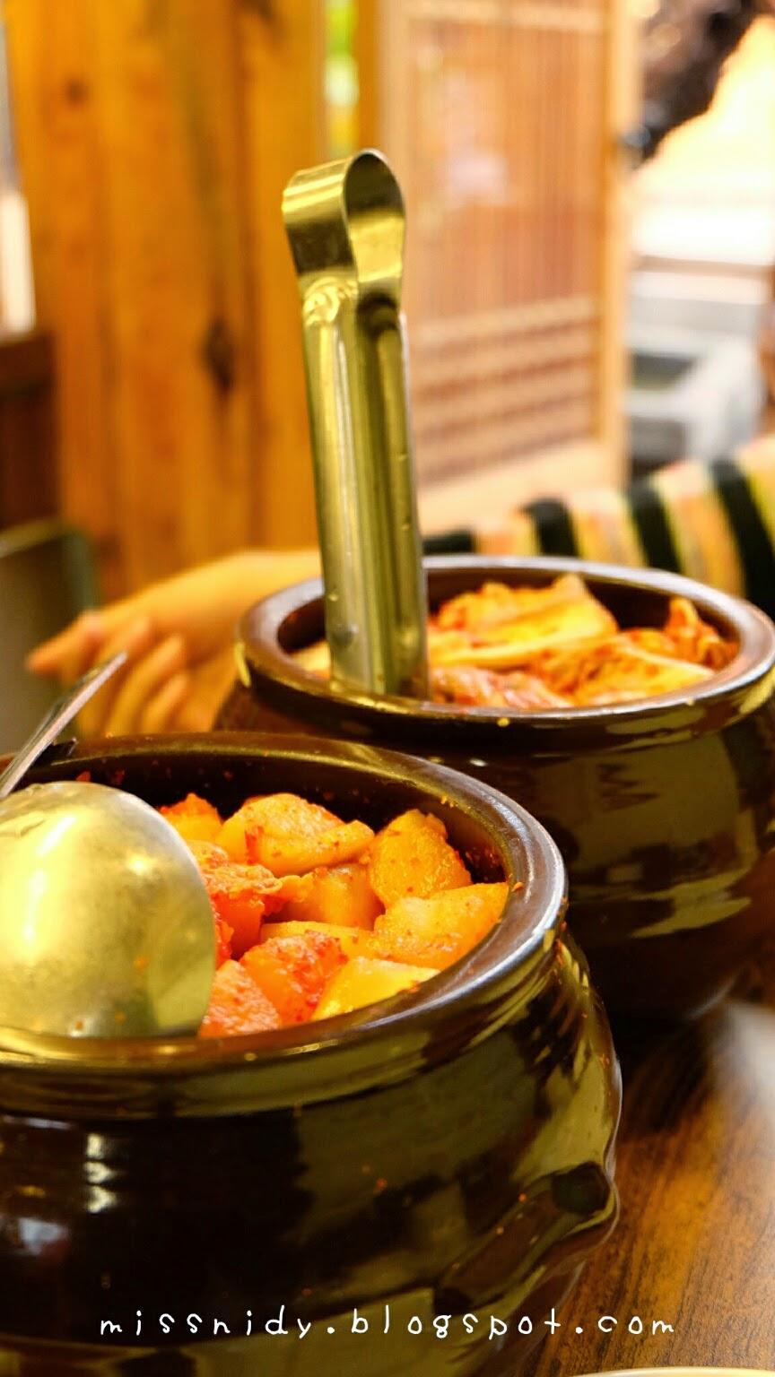 delicious kimchi at tosokchon seoul