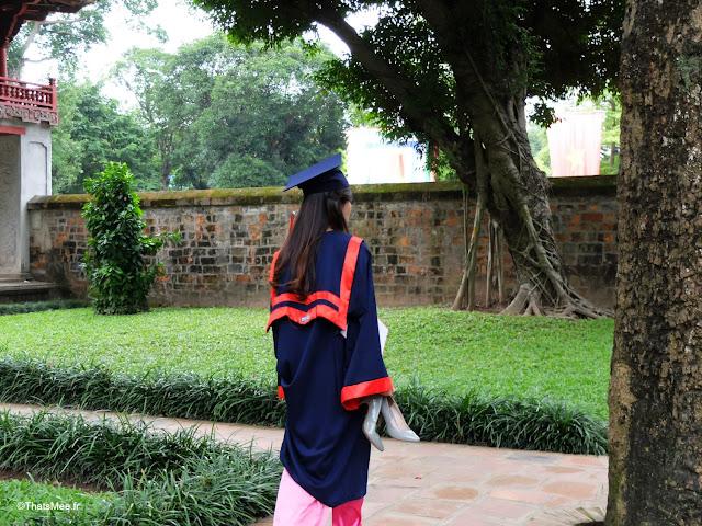 temple de la litterature savoir hanoi vietnam diplomee etudiante