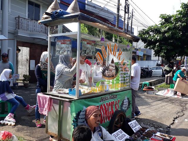 jajanan tradisional kue dongkal di car free day bogor