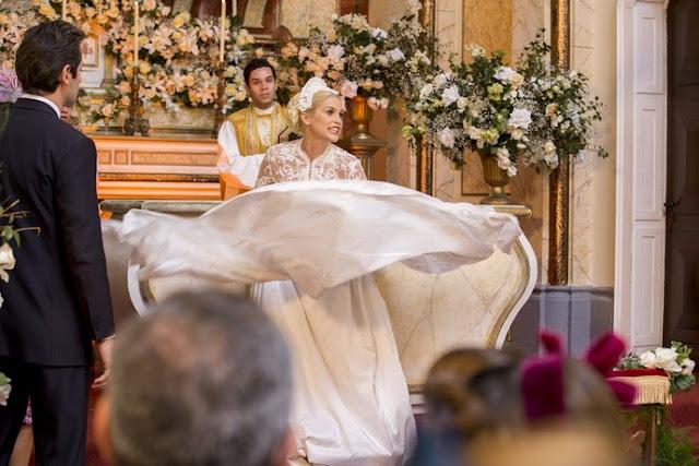 Cena da novela, Sandra (Flavia Alessandra) com vestido de noiva a saia está voando, eta mundo bom