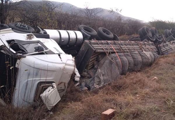acidente-carreta-br-030-agora-sudoeste-32