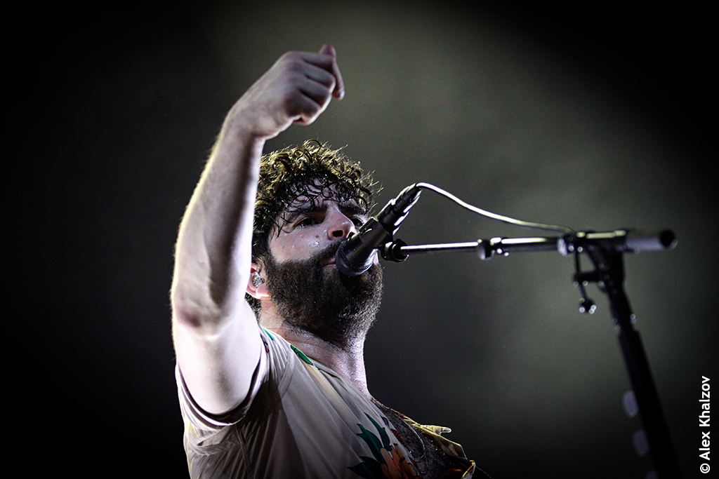 Foals в клубе Adrenaline Stadium
