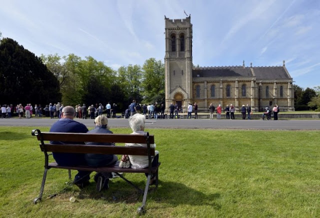 Church of England says only 5 people can attend weddings, including bride and groom