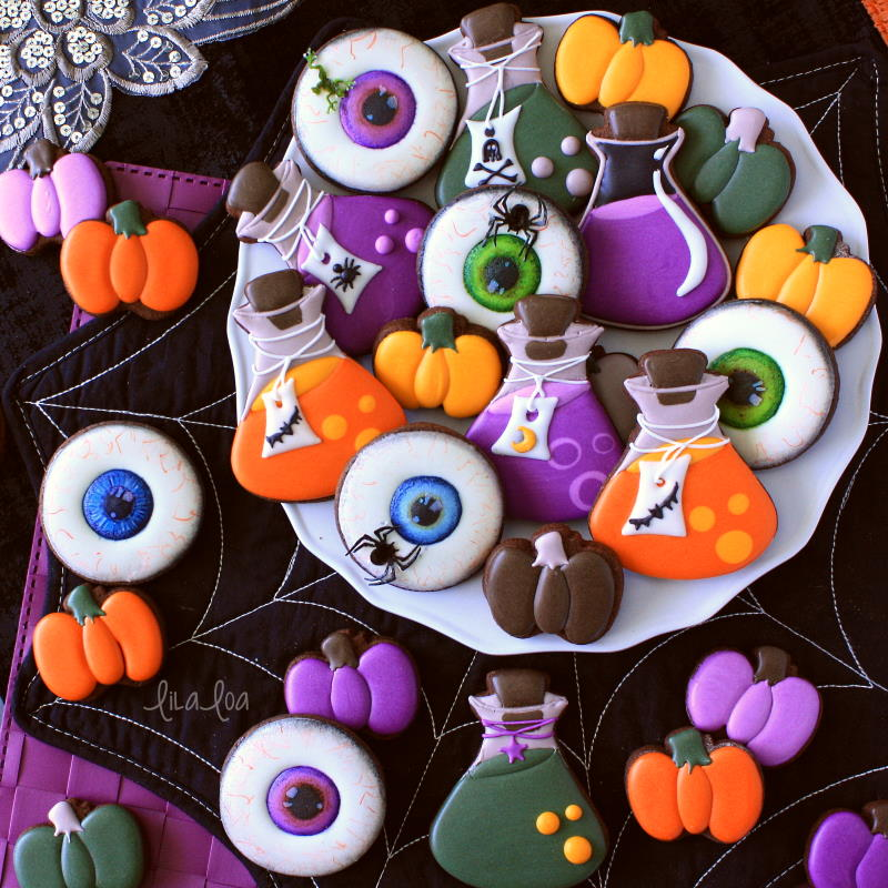 Decorated sugar cookies for Halloween with step by step tutorial and video
