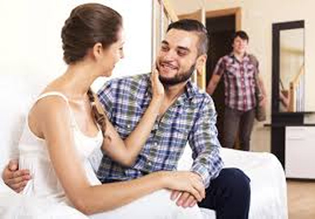 Wife cheating husband, Thrissur, News, Local-News, Cheating, Complaint, Police, Kerala