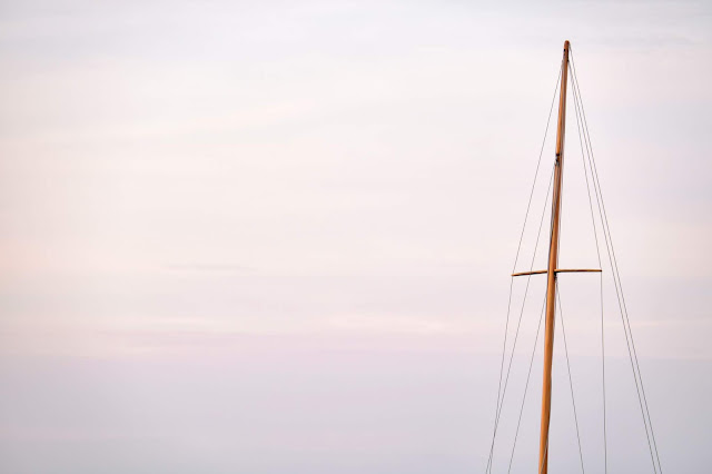 mast and ropes of a sailboat