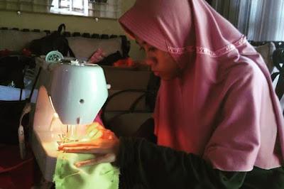Membuat Masker dan Membagikan Untuk Disumbangkan, Ini Dia Hasil Karya Siswa Disabilitas