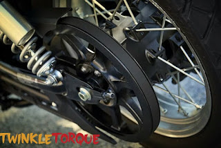Belt drive--which makes it trouble-free transmission for very long rides Yamaha SCR950