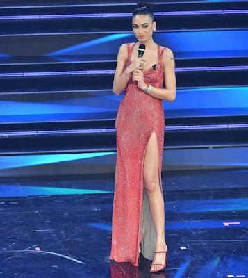 vestito abbigliamento Elodie seconda serata Festival di Sanremo 3 febbraio