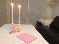 Rosa lys og servietter i gave.