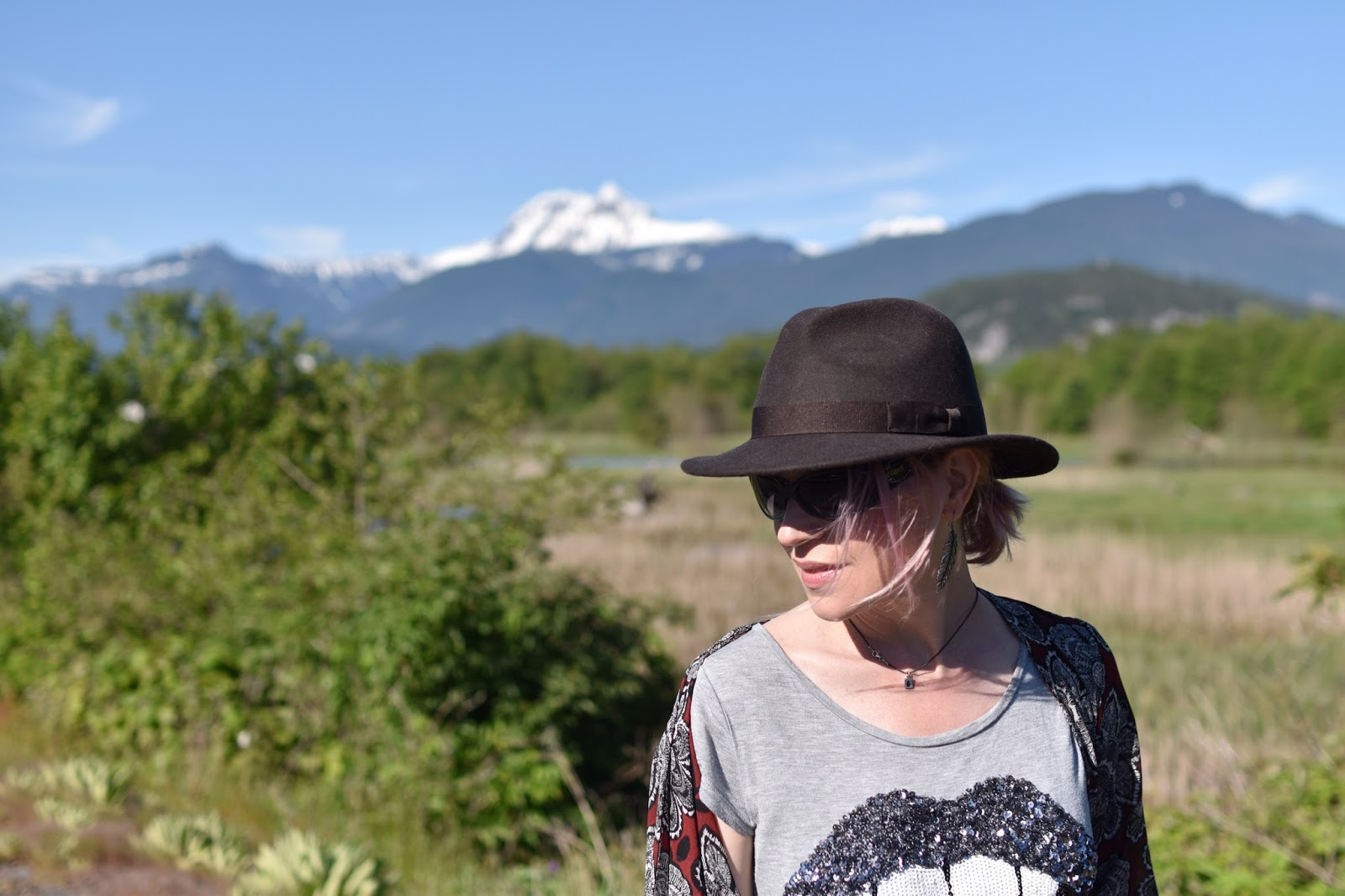 Monika Faulkner outfit inspiration - sequinned tee, floral kimono, felt fedora, sunglasses