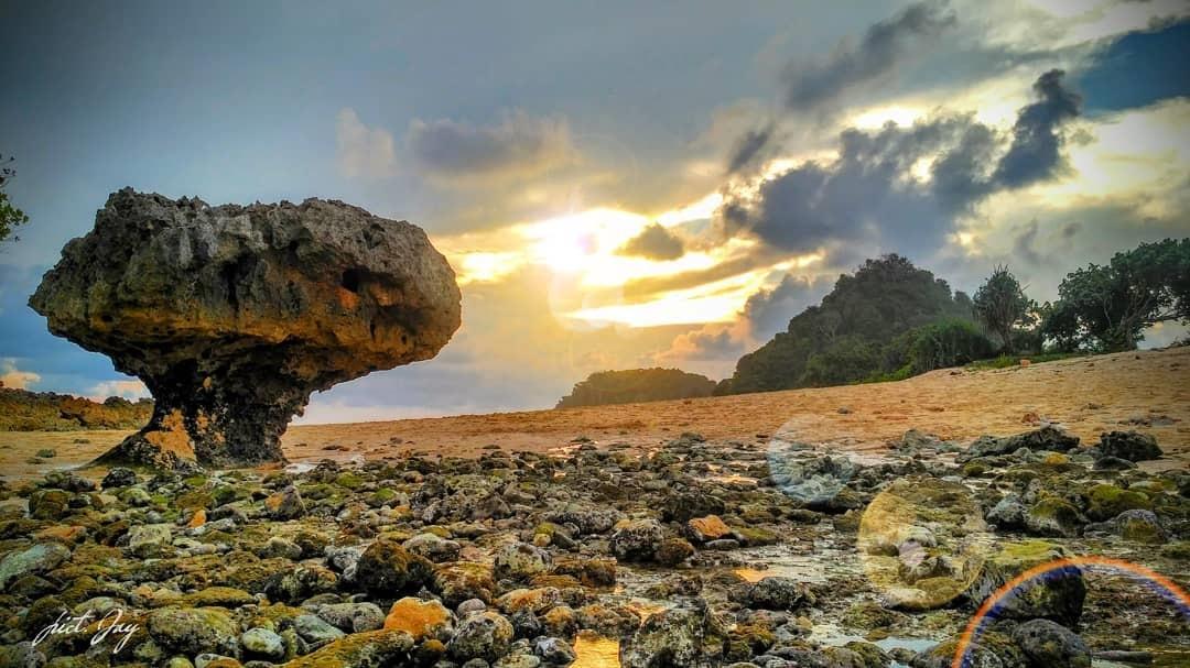 Gambar Pantai Watu Leter