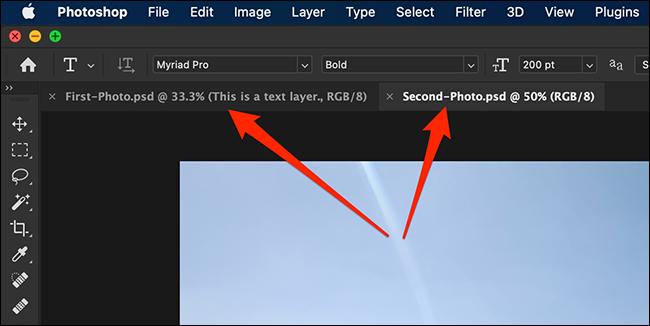 علامات تبويب مستندات متعددة في واجهة Photoshop.
