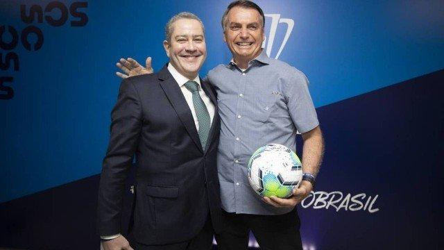 Bolsonaro confirma Copa América no Brasil com quatro cidades sedes