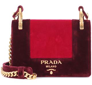 Tas Prada yang digandrungi wanita