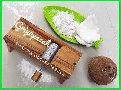 parutan kelapa manual