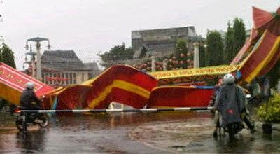 Benarkah Hujan Di Hari Imlek Warga Tionghoa berkelimpahan Rejeki Sepanjang Tahun?