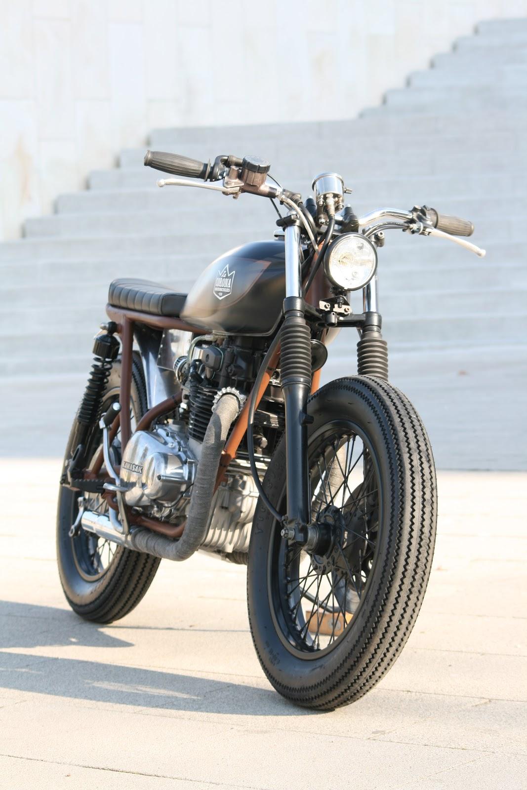 "Vintage Racers: Kawasaki KZ400 By ""La Corona Motorcycles"""