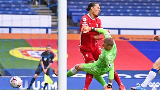Everton goal keeper Picford kicks Liverpool defender Van Dijk