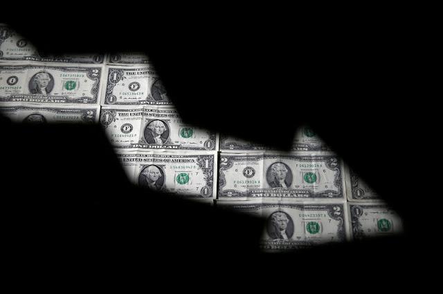 Precio del dólar cae