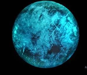 भारत- बृहस्पति का बर्फीला चंद्रमा अंधेरे में चमक सकता है