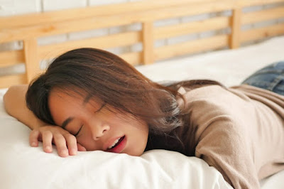 Drooling During Sleep : Causes , Home Remedies and Treatments