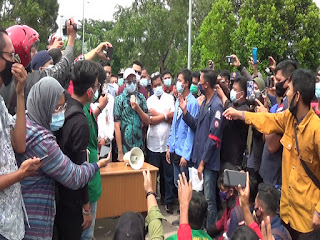Nuryanto Berjanji Sampaikan Aspirasi Mahasiswa Ke Pemerintah Pusat dan Mengirim Surat Tembusannya