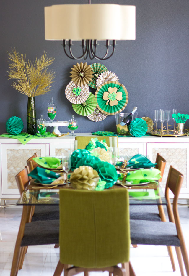 Love this elegant St. Patrick's Day dinner party decor!
