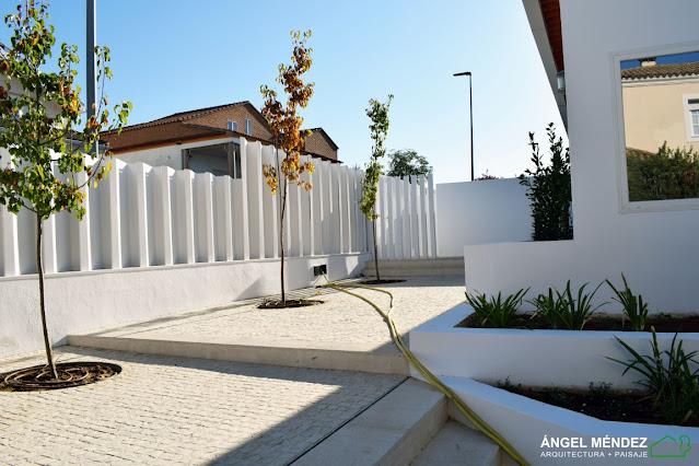 jardineras de ladrillo, impermeabilización de jardineras, arquitectura mediterránea, construcción de jardines