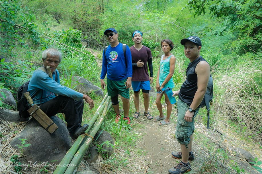 Bamboo wood gatherers on the trail