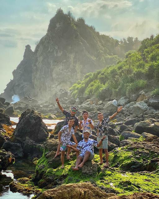 Pantai Watu Lumbung Gunung Kidul, Wisata dengan Batu Raksasa