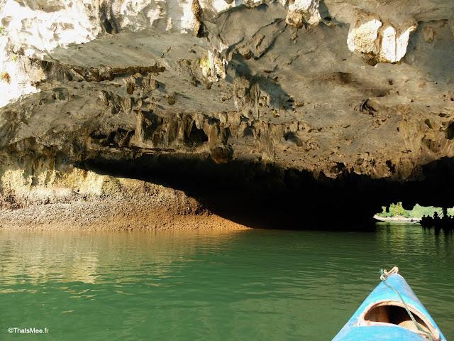 grotte rocher baie halong voyage vietnam tour bateau par cat ba, mer montagne paysage vietnam