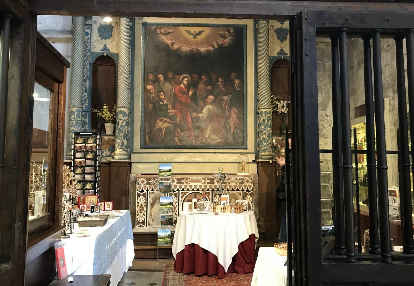 Souvenir shop in St-Maximin  Basilica