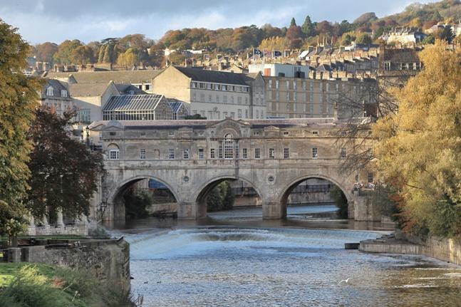 Puente Pulteney atravesando el rio Avon