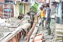 Satgas TMMD 110 Bantu Masyarakat Tual Bangun Drainase Cegah Banjir