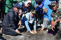 Bersama Bupati Bima, Wakil Gubernur NTB Tanam Pohon di Teluk Bima