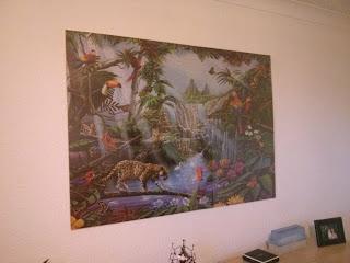 Nagy méretű puzzle keret a falon felszerelve